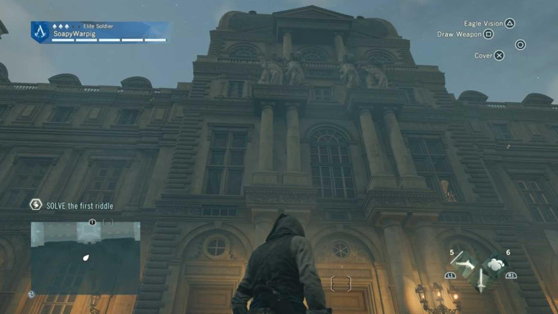 Идите на юго-восток к внешней стене большого здания