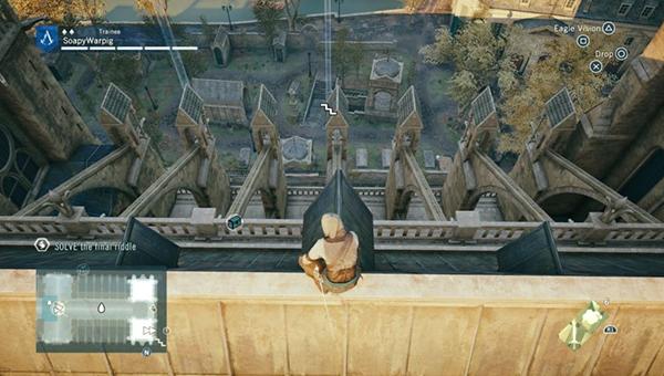 Начните подъем к наклонной крыше со статуей ангела в конце.
