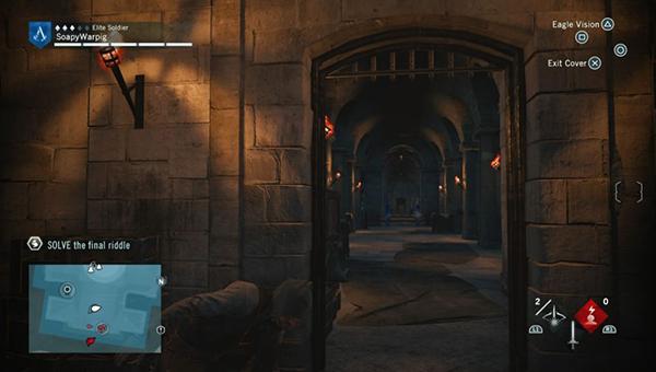 Пройдите в первый дверной проем справа.